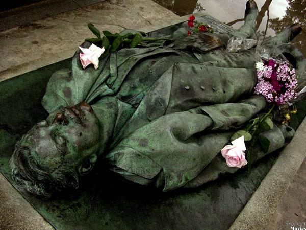 Victor  Noir grave